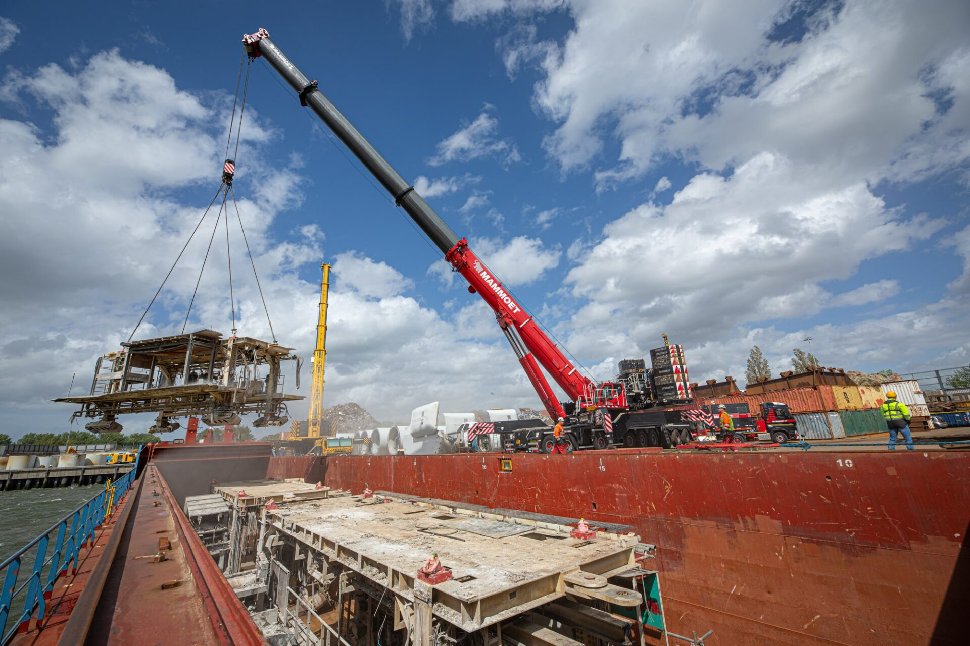 Dismantling a tunnel boring machine